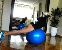 Pilates lopta: naš omiljeni rekvizit! – Diana Morić