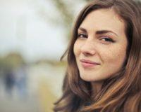 7 trikova kako da budete lepe bez šminke